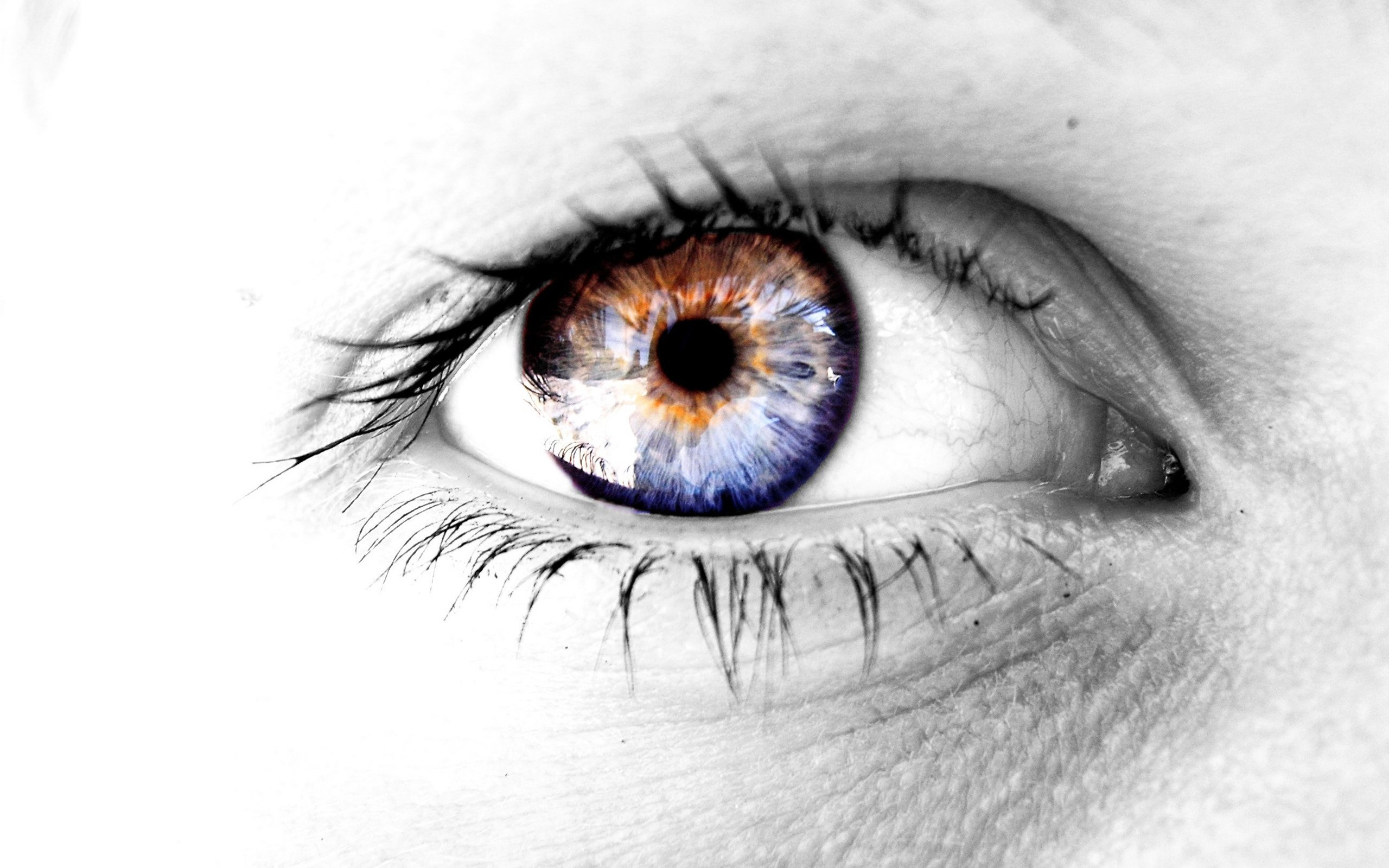 2560_wide_open_eyes