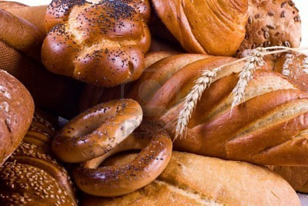 1745531-variety-of-bread-bagels-buns-and-two-wheat-ears-close-up-1024x683