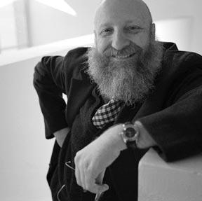 Designer-and-Creatif-Director-in-Carmi-e-Ubertis